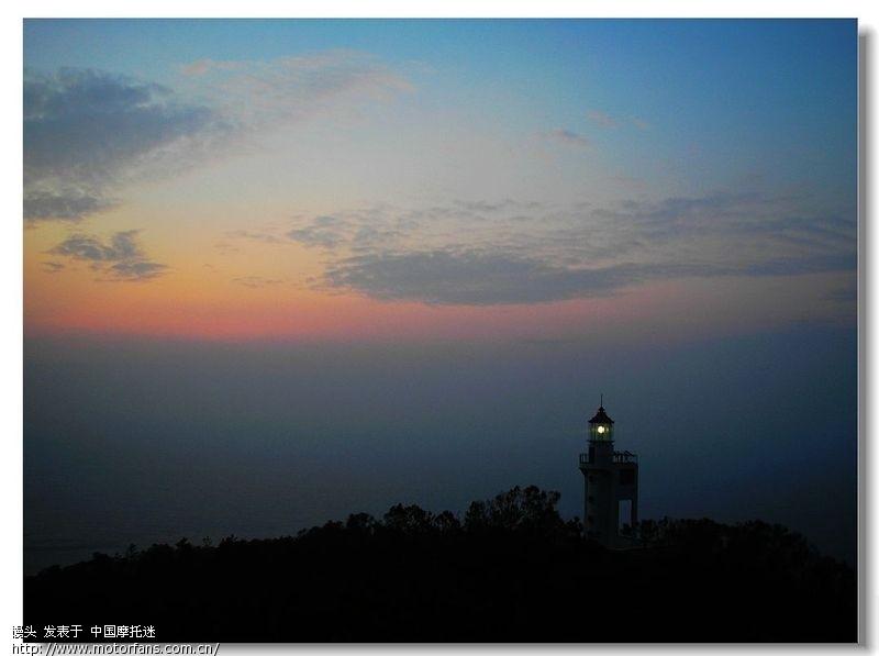 孤独灯塔+美女海景图!