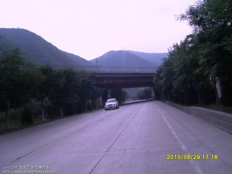通往铜川的210国道,一路上没太遇到难走的道!~.JPG