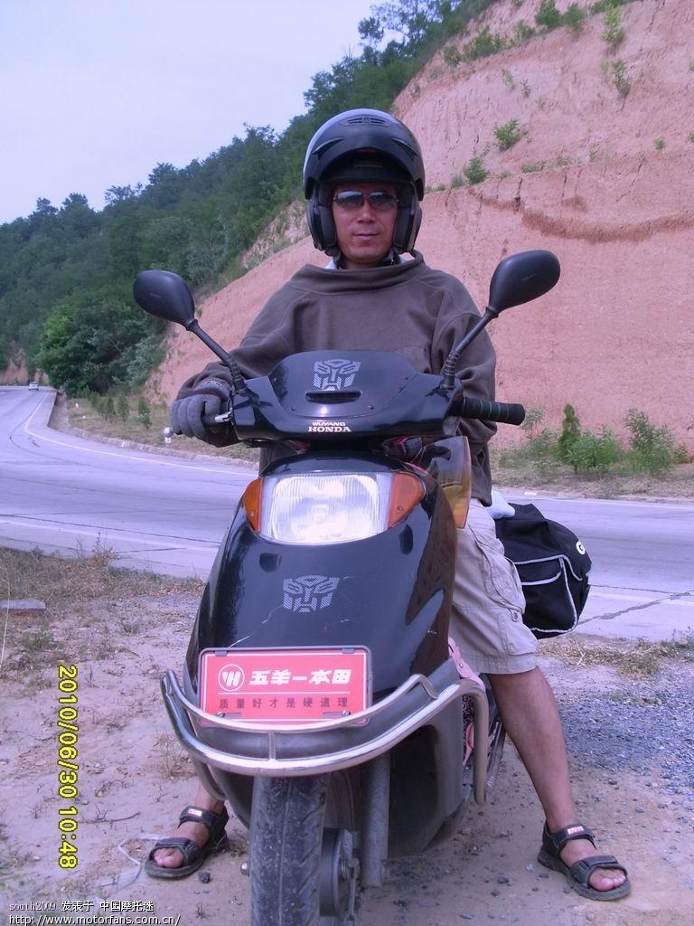 出了洛川准备去壶口看看,路旁的山谷里风景迷人,就停下来拍拍..JPG