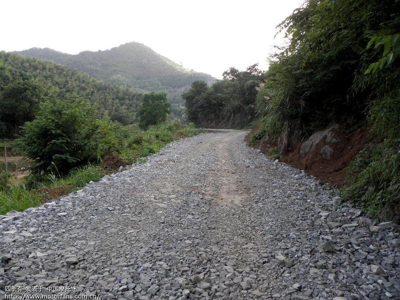 这种烂路,据说一直要盘过前面的山才能好一点.jpg