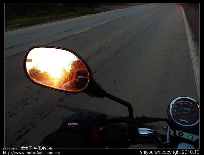 阳光伴我向前方.jpg