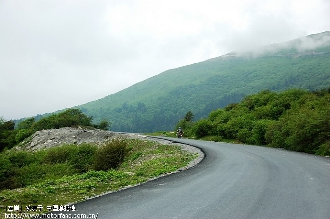 巴朗山的路都是新修的,一直修到山顶1.jpg