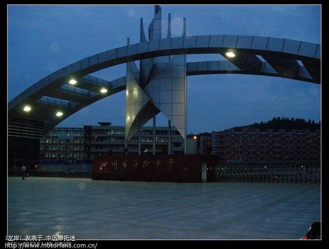 简阳中学,看着挺漂亮的.jpg