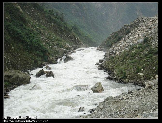 这是岷江,雪水融化形成的,水非常的凉,从这开始风就变硬了.jpg