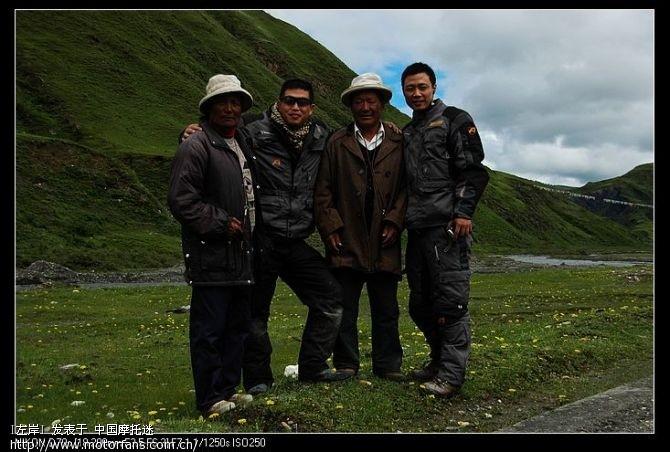 快到八美时遇到的两位藏民,虽然话一句听不懂,但人很好。。。。。.jpg