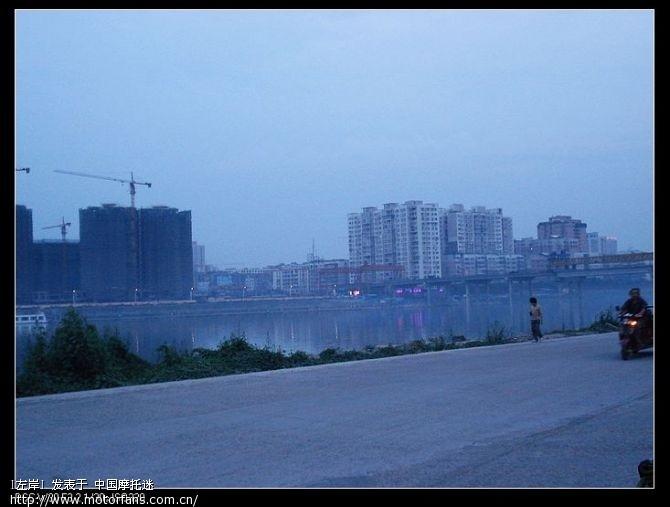 快到简阳了,河对岸就是.jpg