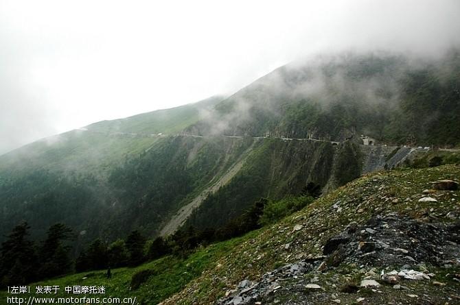 巴朗山的路都是新修的,一直修到山顶2.jpg