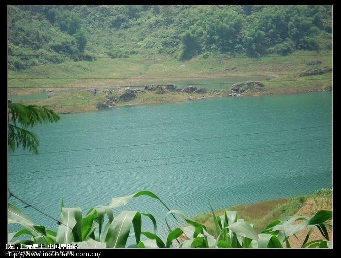 不知道什么名字的湖,湖水是绿色的.jpg