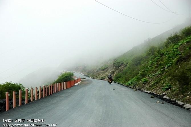 巴朗山的路都是新修的,一直修到山顶3.jpg