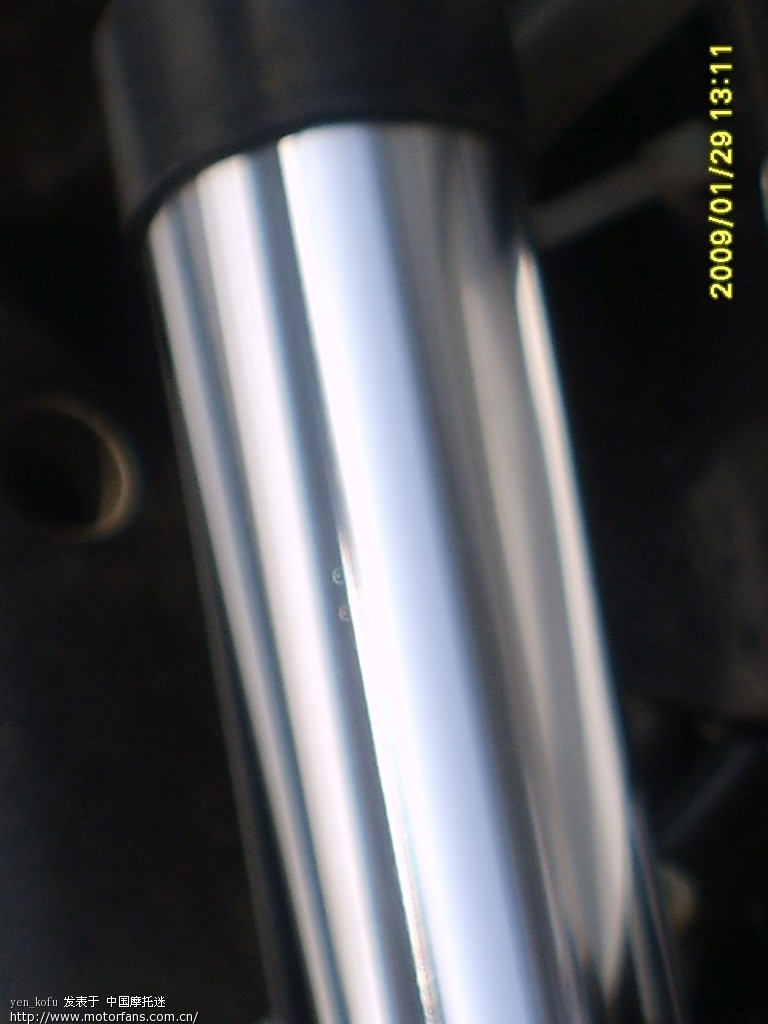 20Fork tube right side fine.JPG