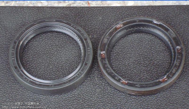 30Final drive unit漏油後新舊shaft seal比較2009-12-5.jpg