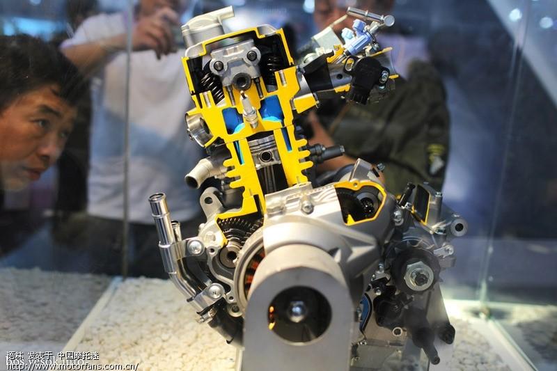铃木大r1000发动机细节图