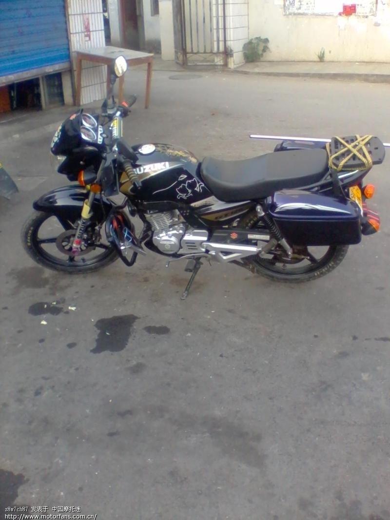 铃木gt125摩托车