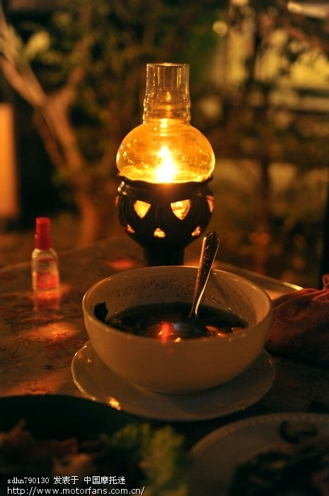 餐厅的油灯.jpg