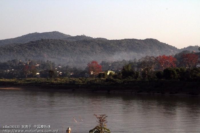 清晨中的湄公河.jpg