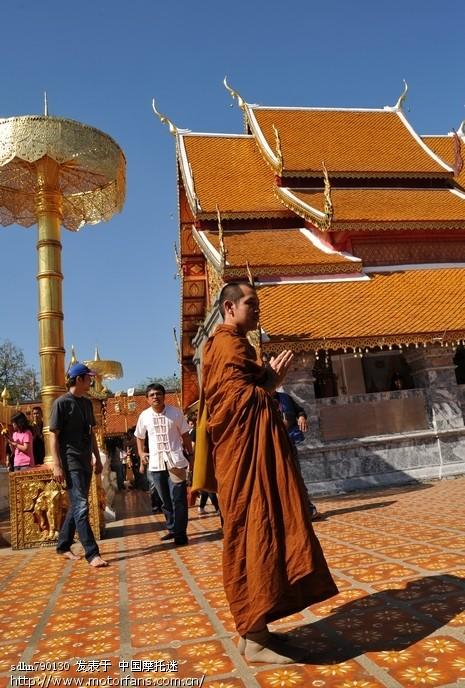 虔诚的僧侣.jpg