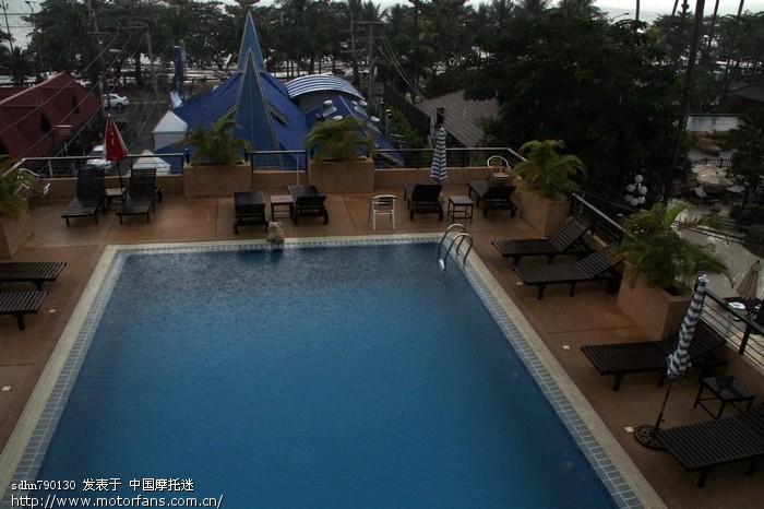 刚到酒店就开始下雨.jpg