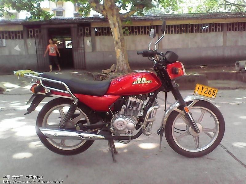 嘉陵翼狼125摩托车