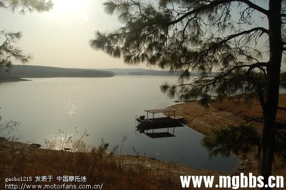 在明光市东28公里处,有一座分水岭水库,该水库始建于上世纪50年代末.