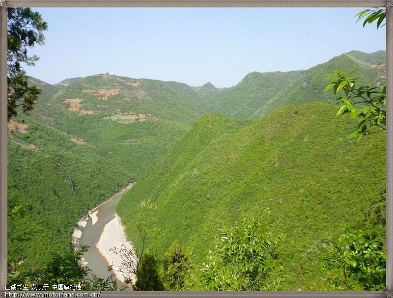 山地处嘉陵江与永宁河交汇处,是甘肃徽县南部嘉陵江境内的一处风景