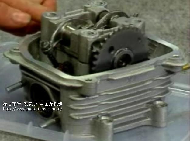 125摩托车拆装发动机换下摇臂调气门后打不着火了