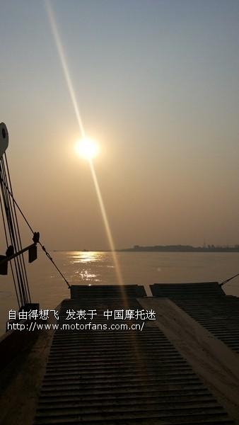 13冬天的太阳,昏暗的跟我等了3个小时渡船心情一样.jpg