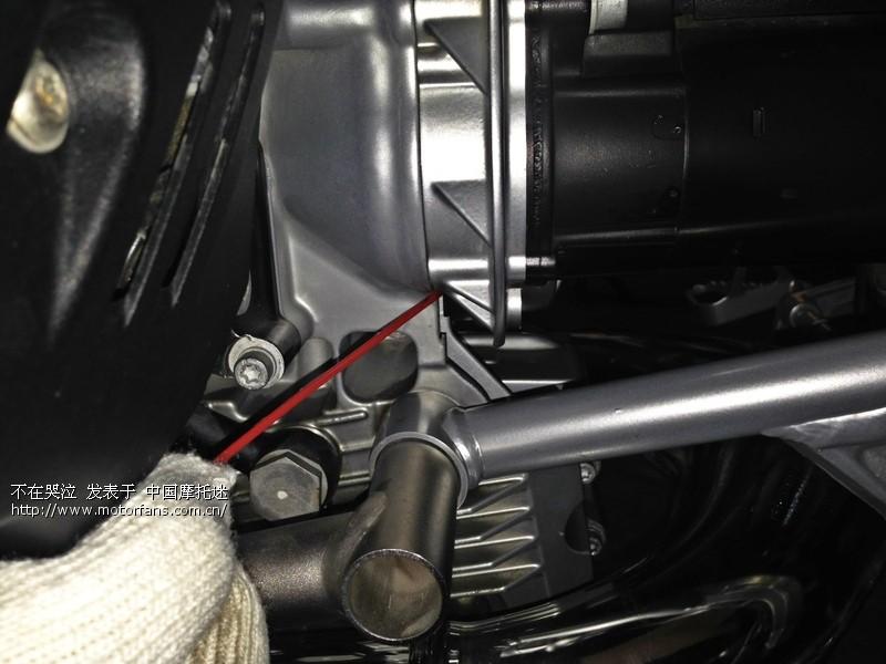 宝马1200gs 求高手支招,发动机和变速箱的接口处漏油