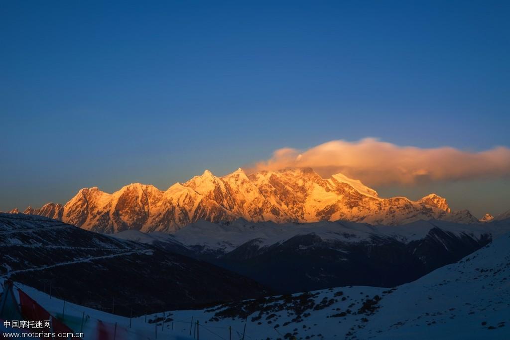 金光灿烂南迦巴瓦神山