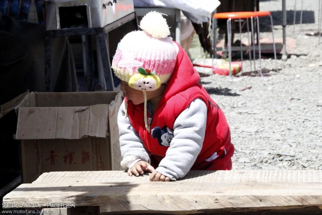 藏族小孩。