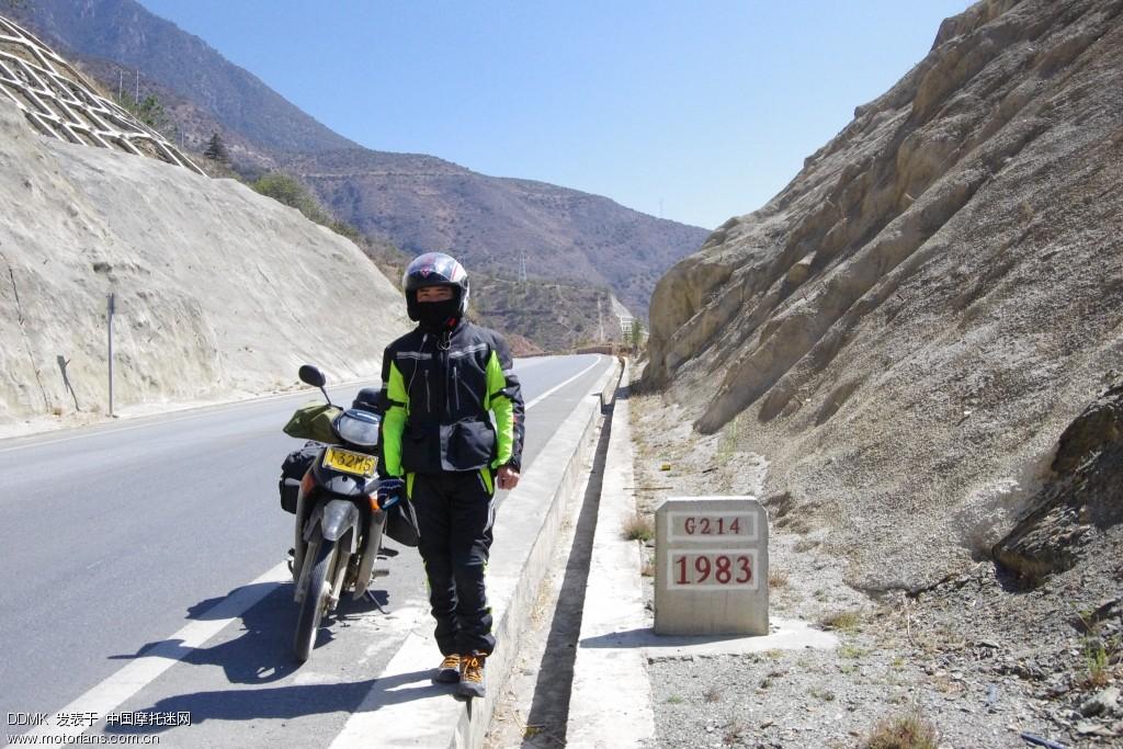 途中遇到一个广西的哥们骑弯梁车去西藏,也骑得很慢,我们就一起结伴上路了。但后来还是跟不上,呵呵
