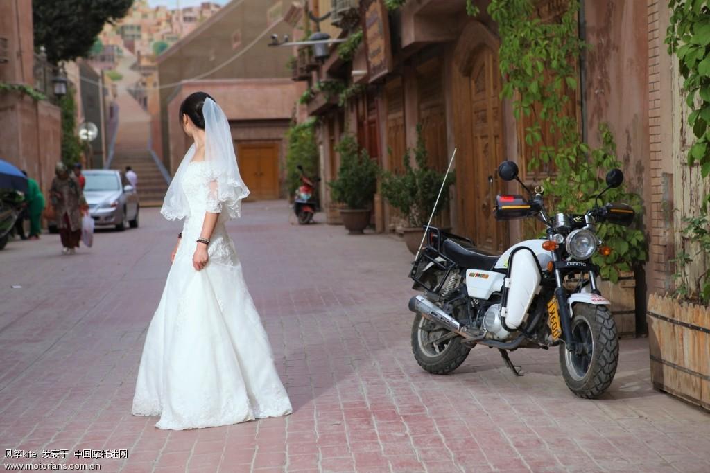 喀什噶尔老城-穿婚纱的未必已婚