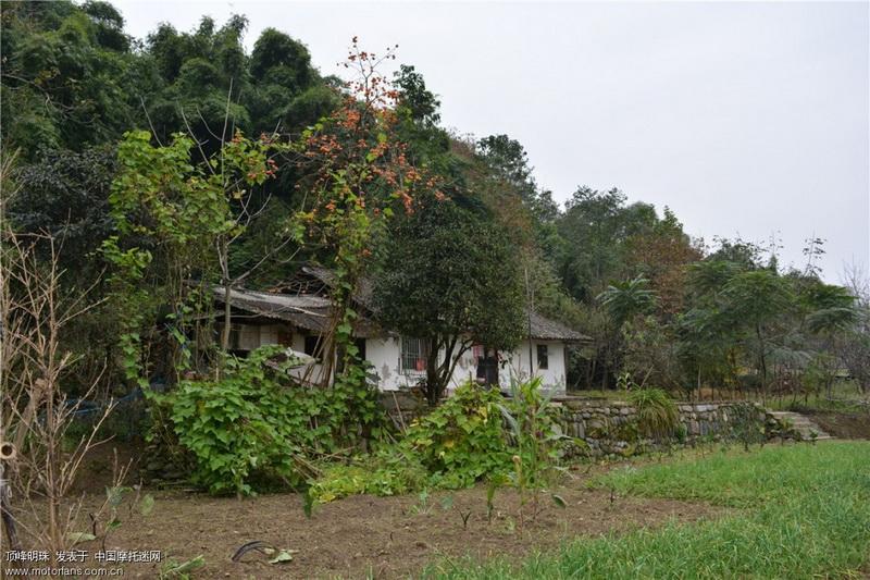 在清朝和民国时期很多四川人就是住的这样的土墙房子