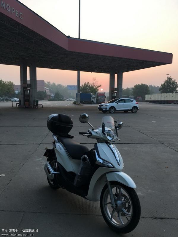天亮后鹿邑服务区休息加油,一箱油158公里亮灯。