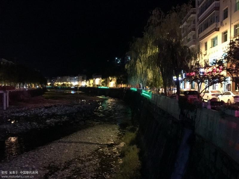 柞水县城也是一座两山一条河的狭窄县城。