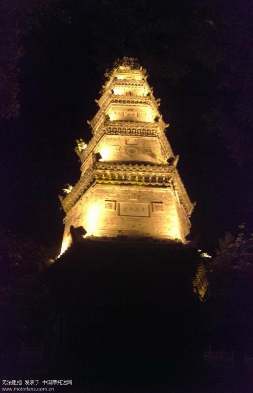 文峰塔又名南塔,位于县城东南约一公里,是县境内仅有的一座古塔。塔身矗立在幽芳河畔,螺蛳台的阜顶上,是 ...