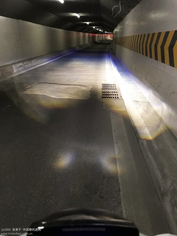 隧道近光.jpg