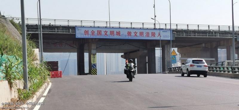 江海通过滨江路