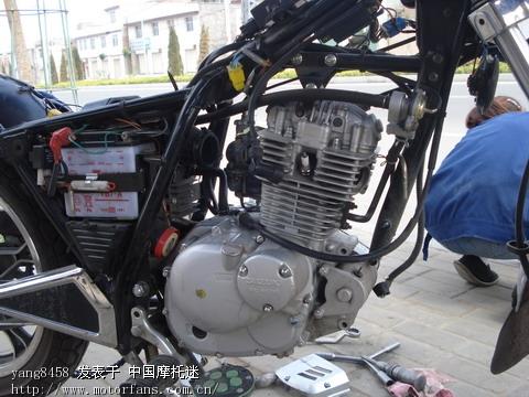 准备拆下的发动机.jpg