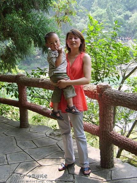 老婆和儿子.JPG