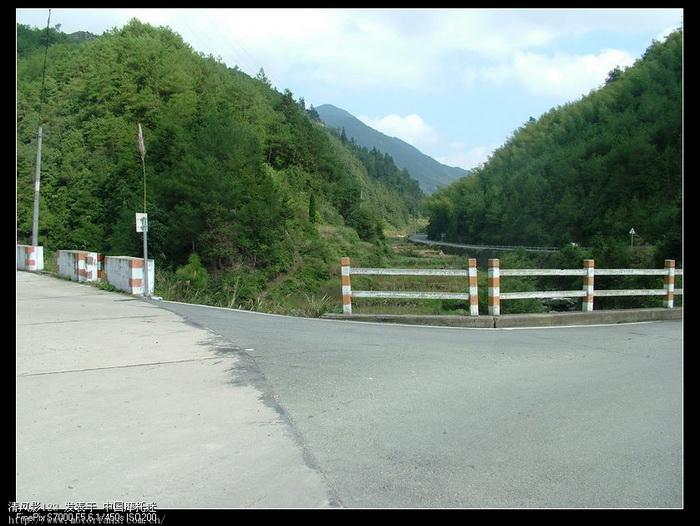 向左是仙居,向右是去富山,向右.jpg