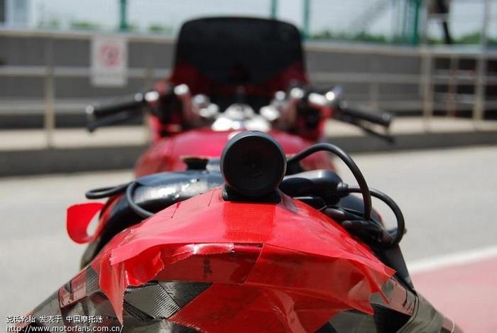 教练车尾的摄像机02.JPG