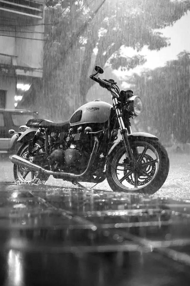 大暴雨天气骑摩托车,记住这些很重要