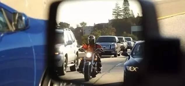 【长见识】加州或立法保障摩托车两车道之间