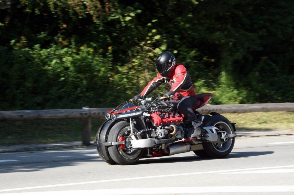 两部怪兽级的爆改摩托车, 没人敢把油门拧到底!