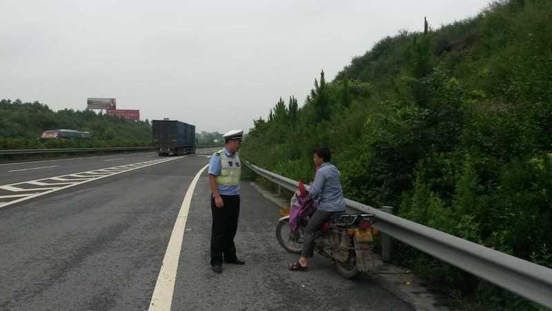 关育兵:摩托车上高速的争论需要法律厘定