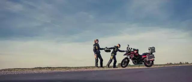 一对夫妻骑摩托车3万公里,只为爱的誓言