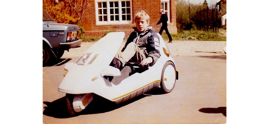 时隔 32 年,他用现代科技重新演绎了儿时的「三轮车」