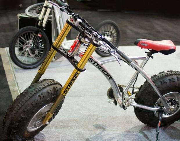摩托自行车二合一 再崎岖的山路跑起来都不成问题