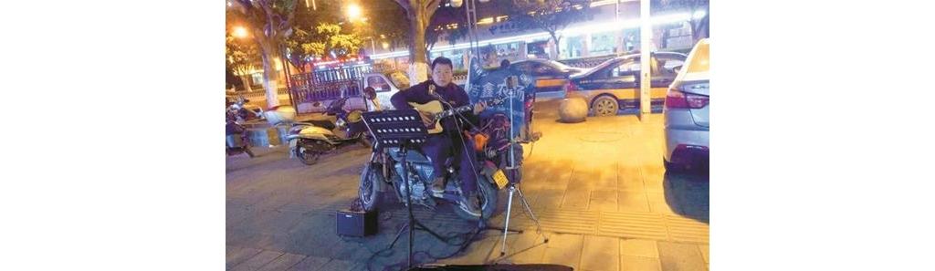 宜昌小伙直播骑摩托环游中国 卖唱维持开销