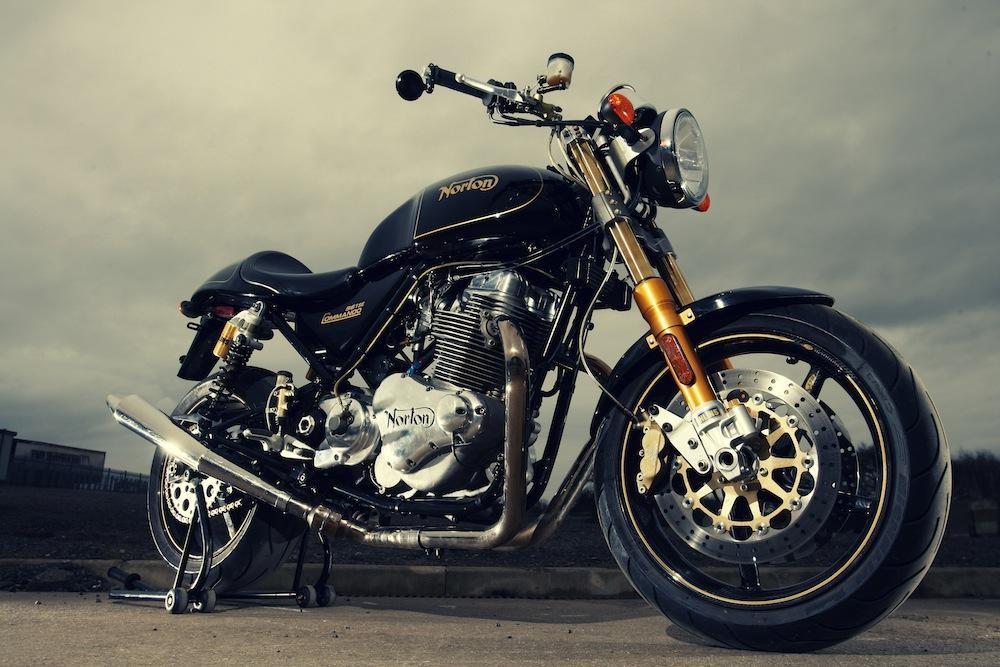 老人打扫车库发现旧摩托成富豪 你知道那是